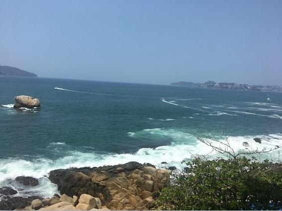 Playas de guerrero golpeadas por olas