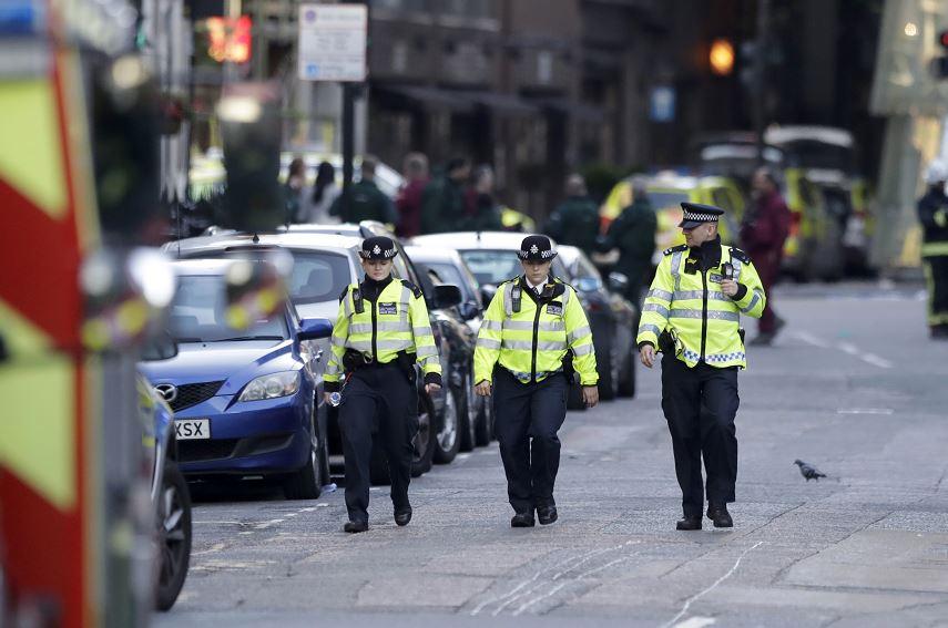 Tras el atentado, partidos británicos suspenden campaña electoral
