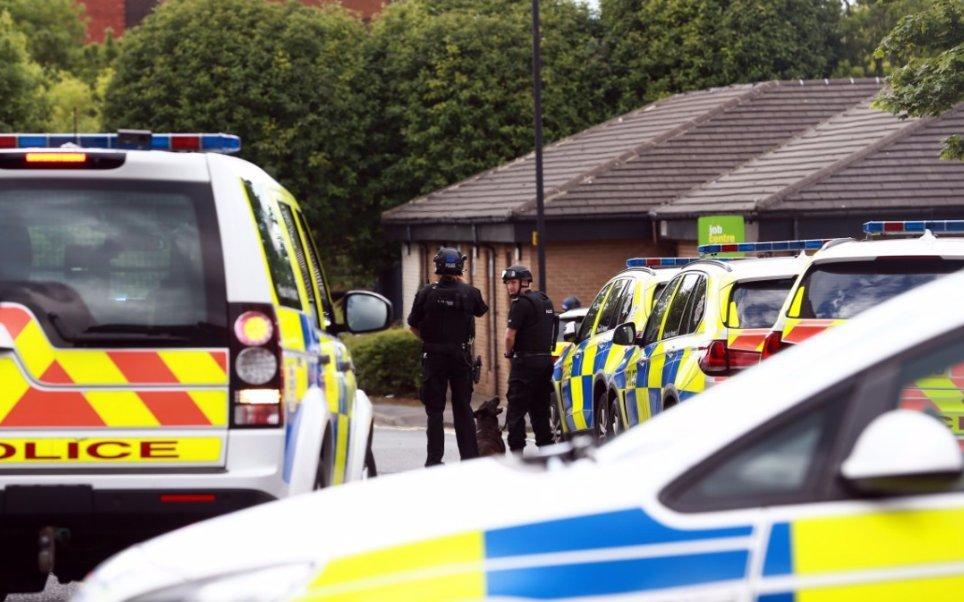 Hombre armado, rehenes, Newcastle, Inglaterra, seguridad, policía