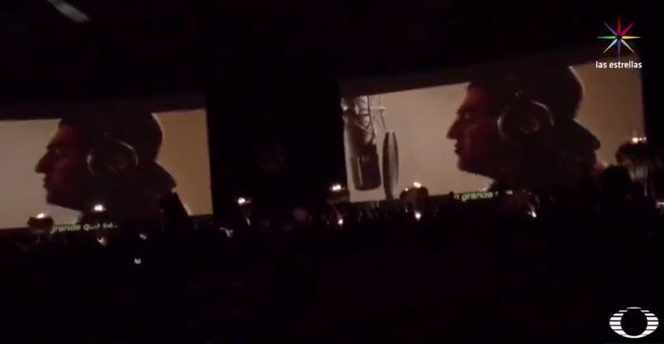 Proyección del video de graduación del Colegio Cumbres