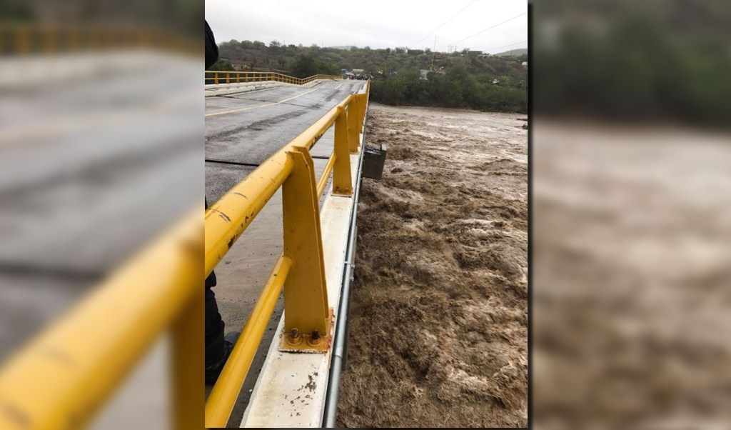 Puente afectado por lluvias en Oaxaca