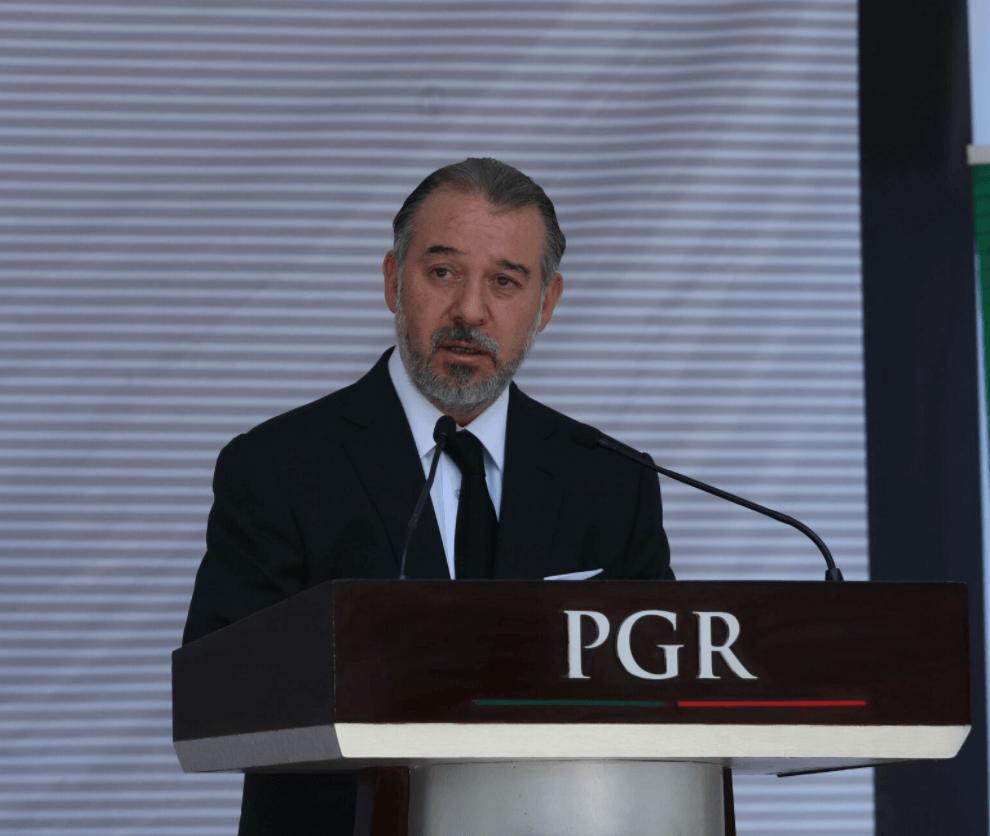 Raúl Cervantes, titular de la PGR (1)