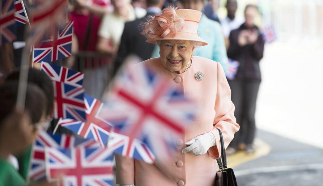Reina Isabel II, Londres, Inglaterra, incendio, edificio, seguridad, bomberos, muertos