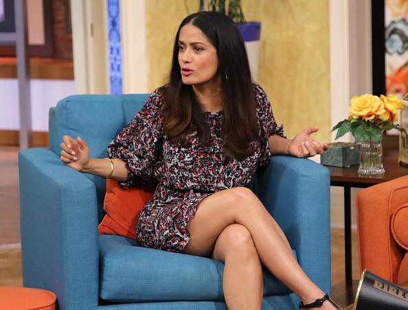 Salma hayek es entrevistada en un programa