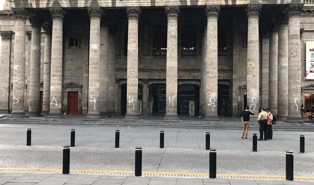 Teatro Degollado, graffitti, vandalismo, Guadalajara, Jalisco, menores, seguridad