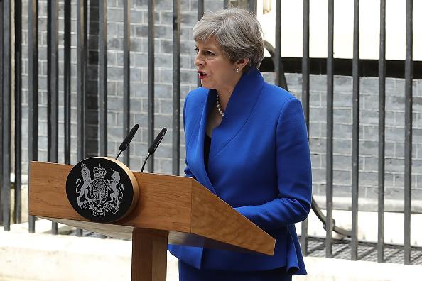 Debilitada Theresa May inicia contactos para conformar Gobierno en Reino Unido