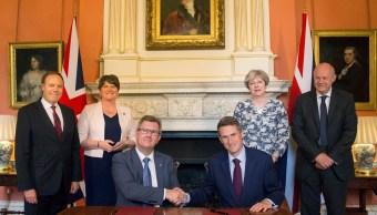 Theresa May pacta con los unionistas