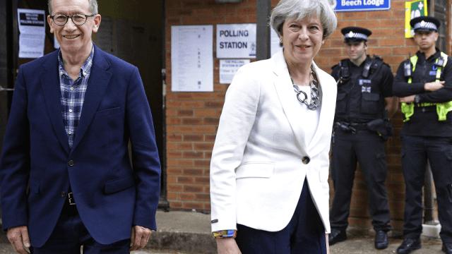 Theresa May y su esposo Philip votaron en la localidad de Sonning on the River Thames