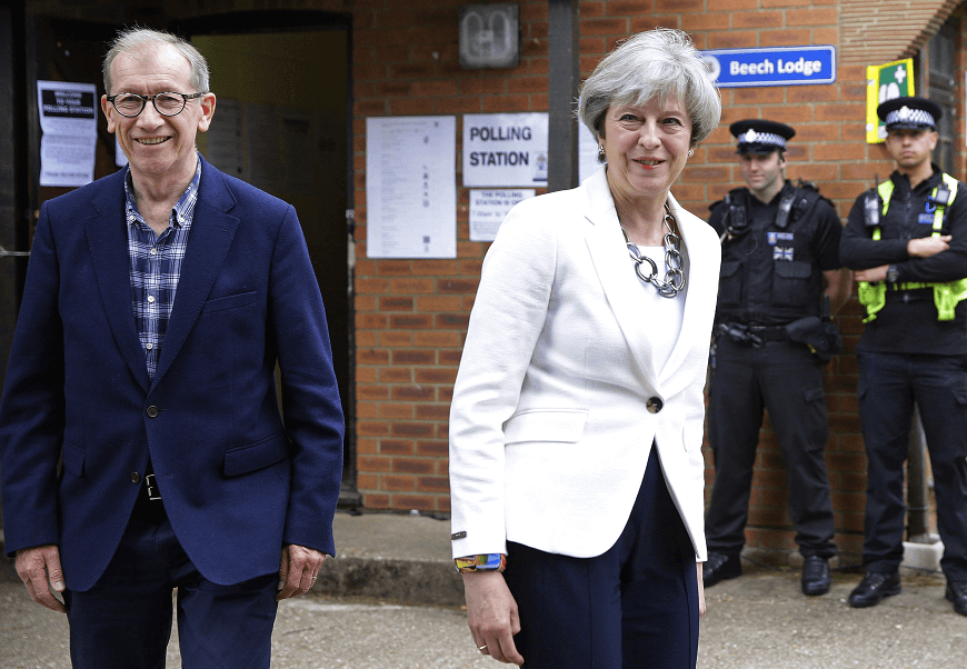Theresa May y su esposo Philip votaron en la localidad de Sonning on the River Thames