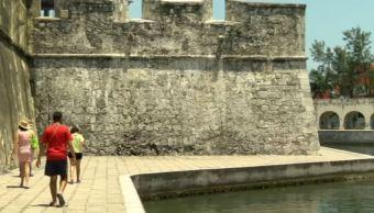 Turistas recorren sitio histórico de Veracruz