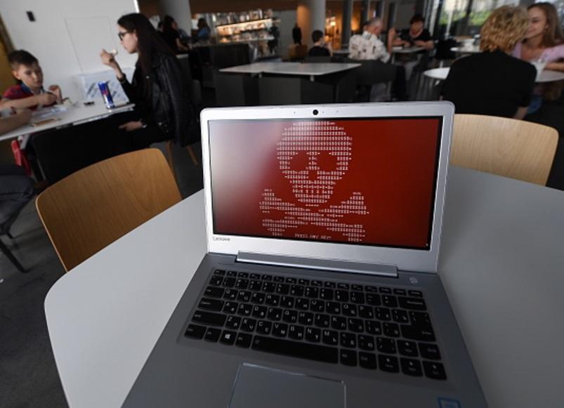 Una computadora hackeada por un virus conocido como Petya (Getty Images)