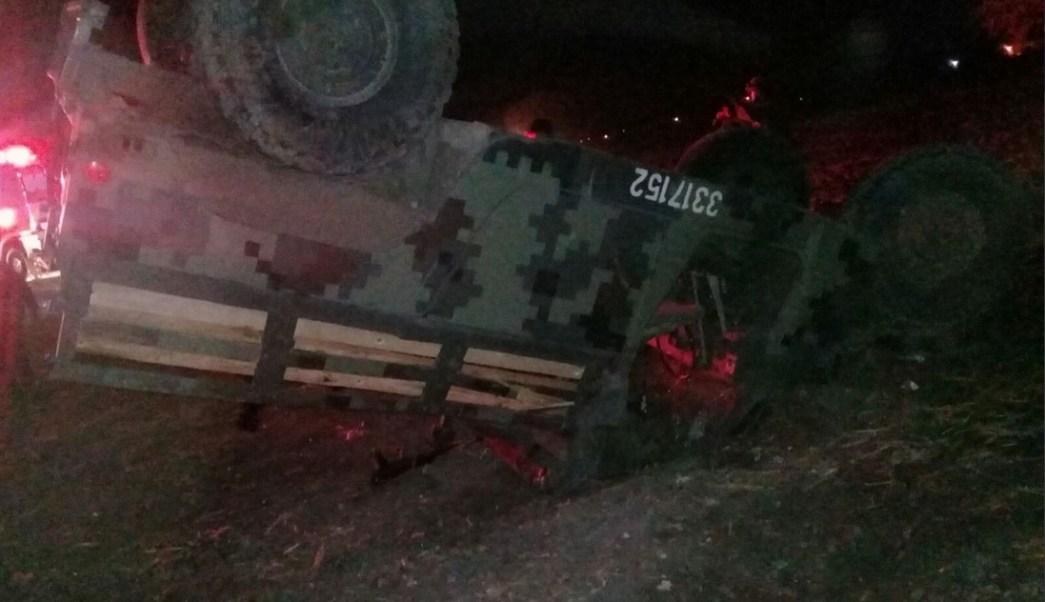 Vuelca, Vehiculo militar, Huachicoleros, Guanajuato, Seguridad
