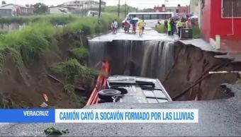 Camión, cae, socavón, Veracruz, video, afectaciones lluvias