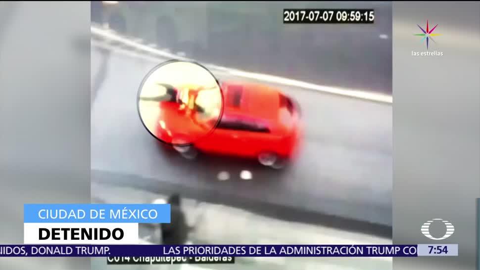 automovilista, policía en el cofre, invadir carril, Metrobús, CDMX