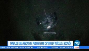 Protección Civil trabaja, rescate de dos personas, atrapadas en socavón, Paso Express de la autopista México-Cuernavaca