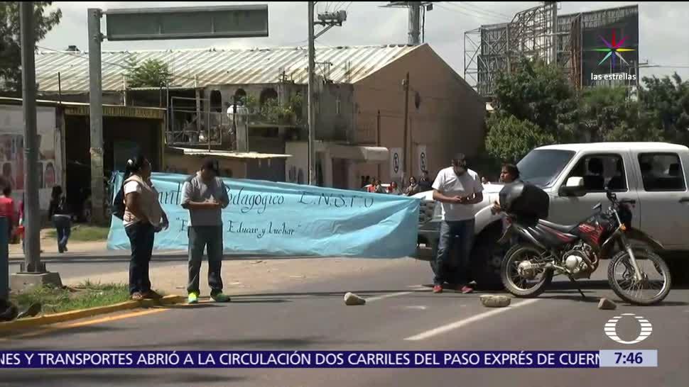 Integrantes de la CNTE, carreteras, Oaxaca, normalistas