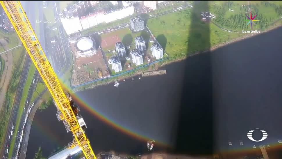 Captan arcoíris circular en Rascacielos Rusia