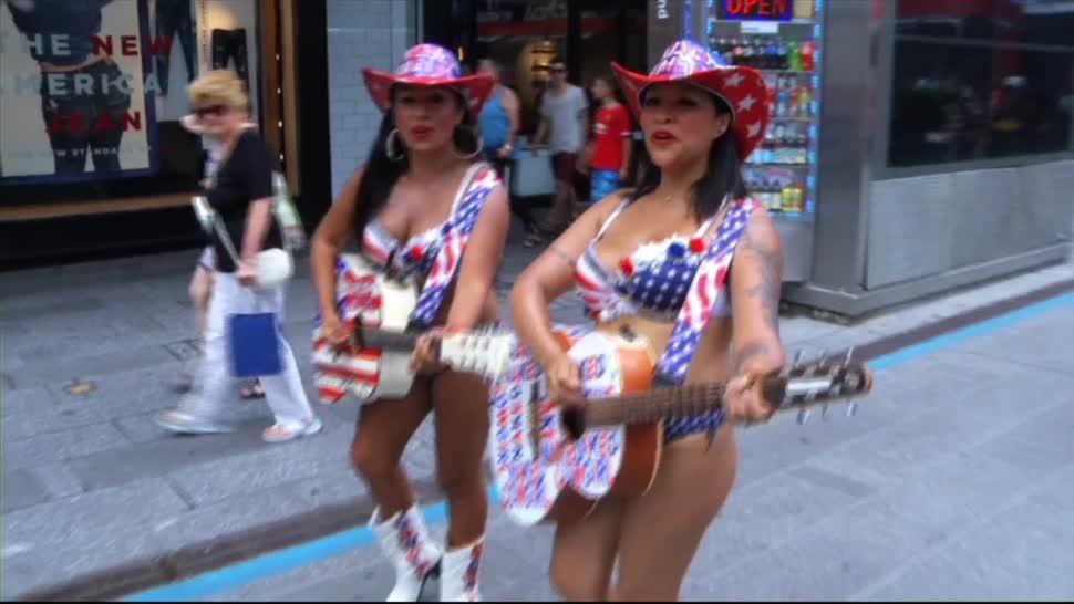 Vaqueras Times Square Nueva York Hermanas