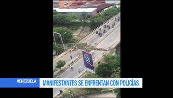 Manifestantes Contra Constituyente Enfrentan Policia Caracas