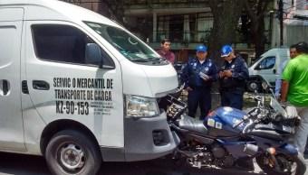Camioneta impacta a motopatrulla en la Roma. (Twitter AU Alertas Urbanas)