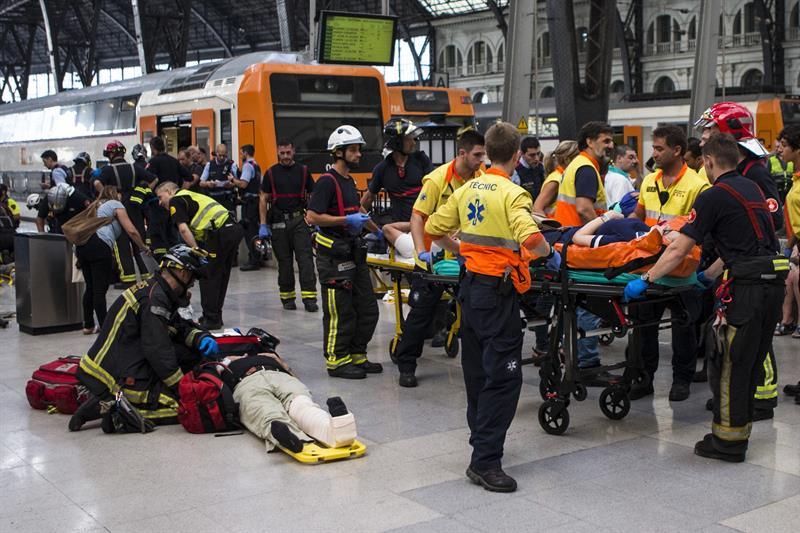 Medio centenar de heridos en accidente de tren en Barcelona
