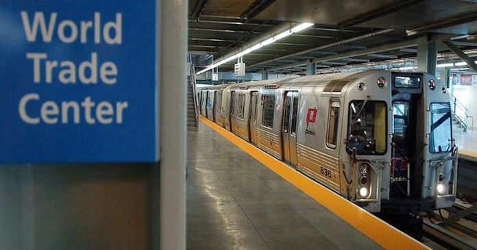 El servicio de trenes de ida y vuelta en la estación del WTC de Manhattan fue suspendido en torno a las 15.00 hora local (Noticieros Televisa)