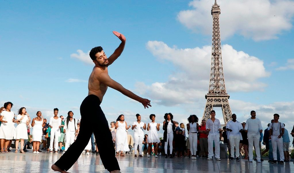 París, Torre Eiffel, sirio, bailarín, mensaje, paz,