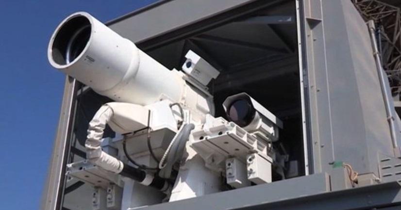 Estados Unidos presenta la primera arma láser; cuenta con la capacidad de atacar aviones no tripulados y embarcaciones menores (Twitter: @camp_cia)