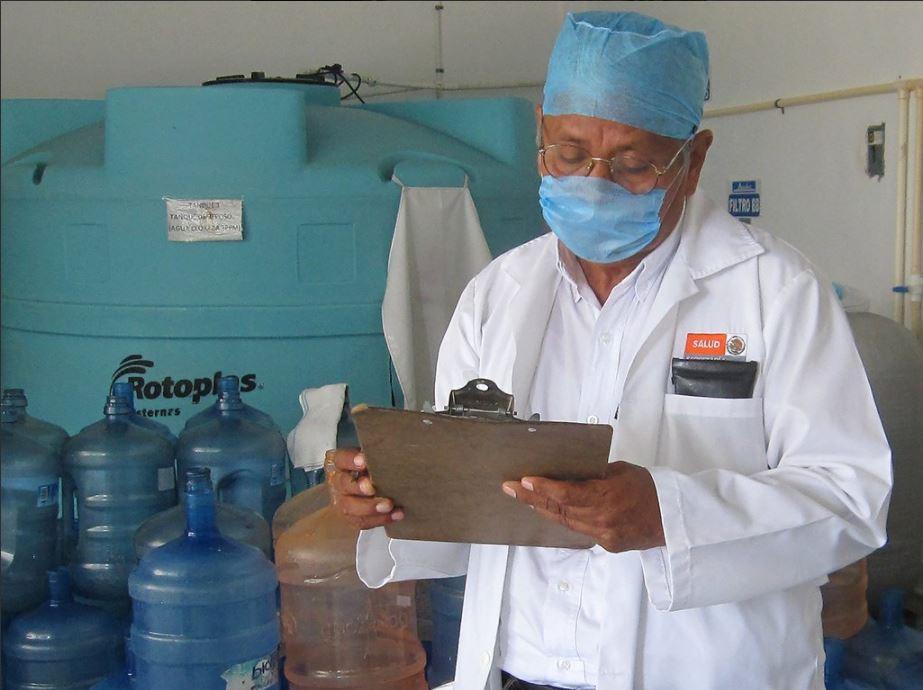 Autoridades de Oaxaca revisan el agua purificada