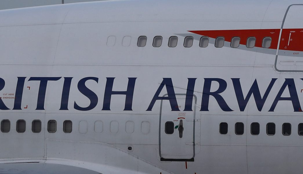 Acercamiento de un avión de British Airways