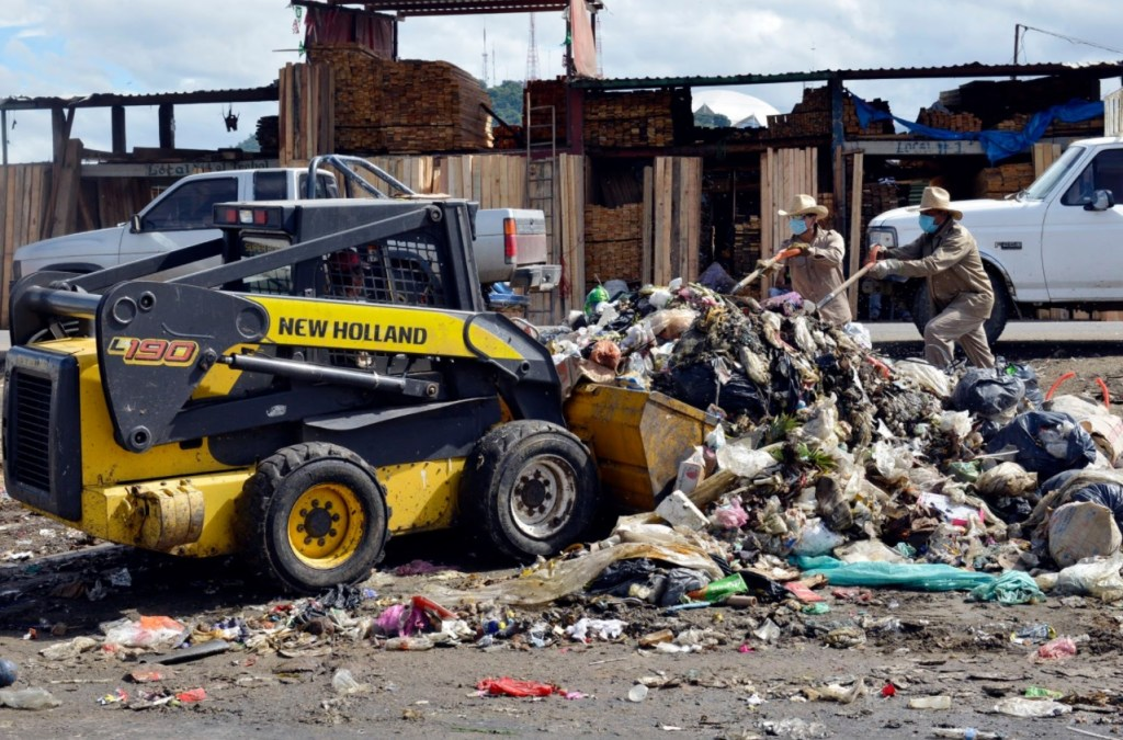 La basura fue llevada al basurero municipal de Zaachila. (Twitter Vozdelsur)