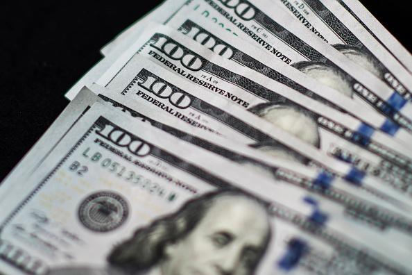 Dólar pierde centavos termina 18.27 pesos