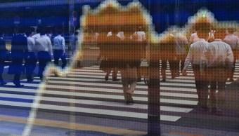 Pizarra electrónica con resultados de la Bolsa de Tokio