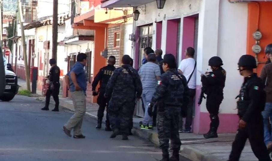 Peritos de la PGR inspeccionaron oficinas en Tenancingo y en Atlacomulco (Noticieros Televisa)