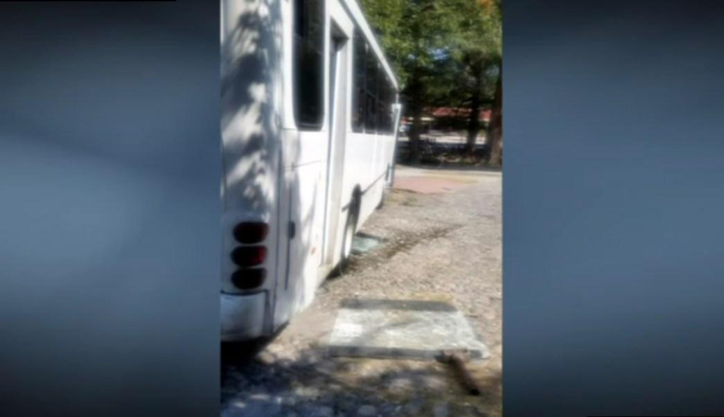 Un camión choca contra barandal del Parque Tolteca de Guadalupe