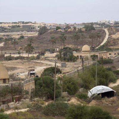 Mueren 26 militares egipcios en ataque con coche bomba
