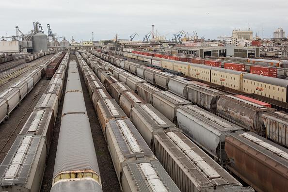 Contenedores de exportación esperan a salir del puerto de Veracruz