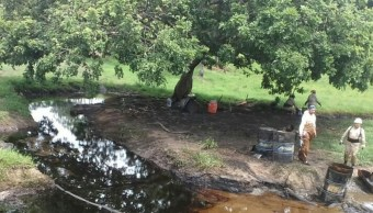 Derrame de hidrocarburo en Las Choapas. (Twitter Sureste Sur Archivo)