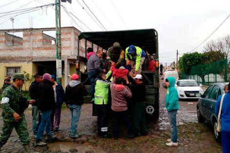Desalojan a 500 personas por fuga de combustible en Querétaro
