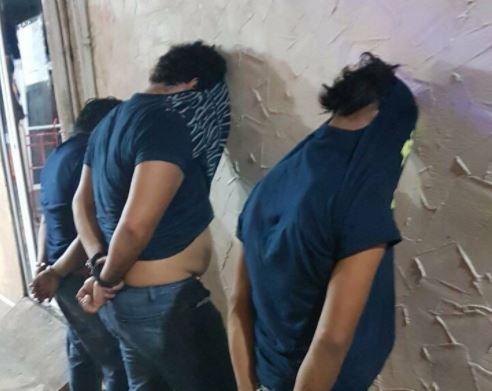 Las autoridades detienen a tres personas (Twitter @PeriodicoQuequi)