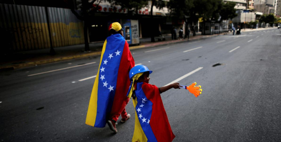 Detractores de Maduro tras las protestas contra la Asamblea Constituyente.