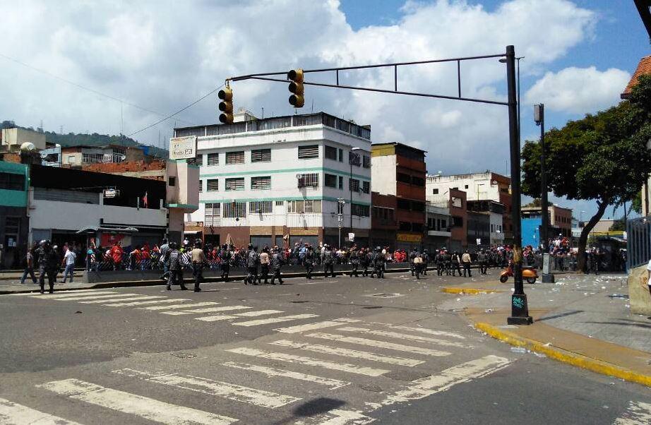 Grupo armado, consulta opositora, ciudad catia, nicolás maduro