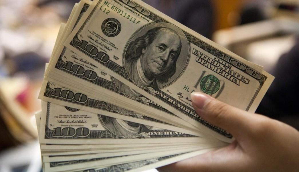 Dólar cierra en 18.24 pesos en bancos de CDMX