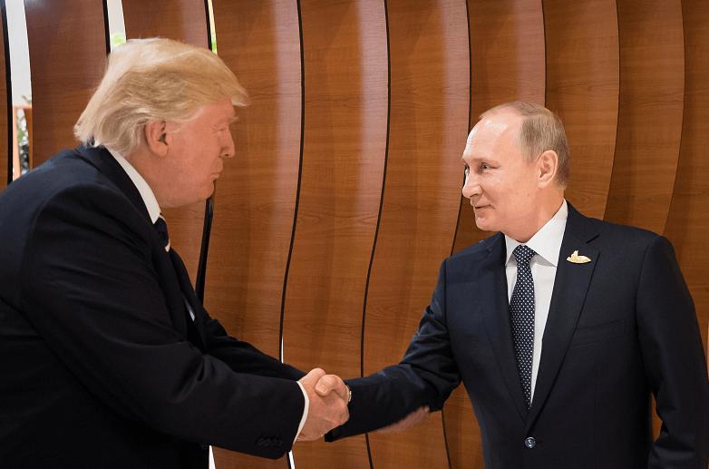 Donald Trump y Vladimir Putin se dieron un apretón de manos durante la cumbre del G20 en Hamburgo