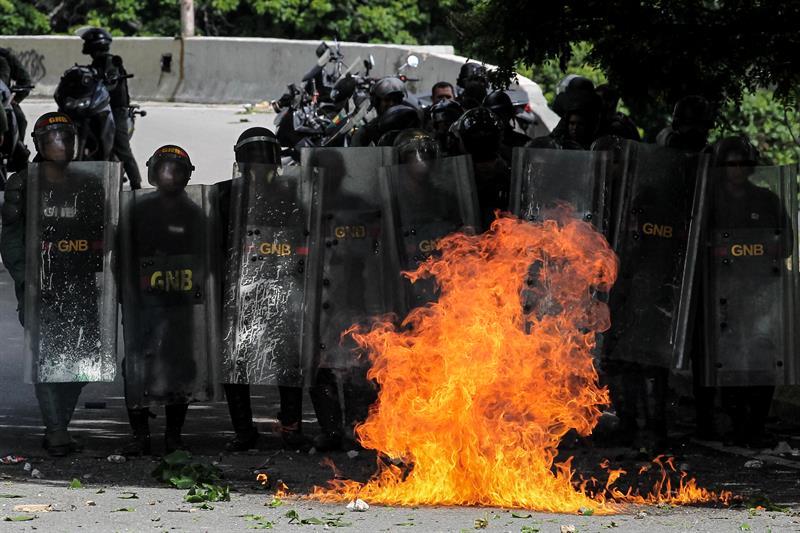 México recomienda evitar viajar a Venezuela