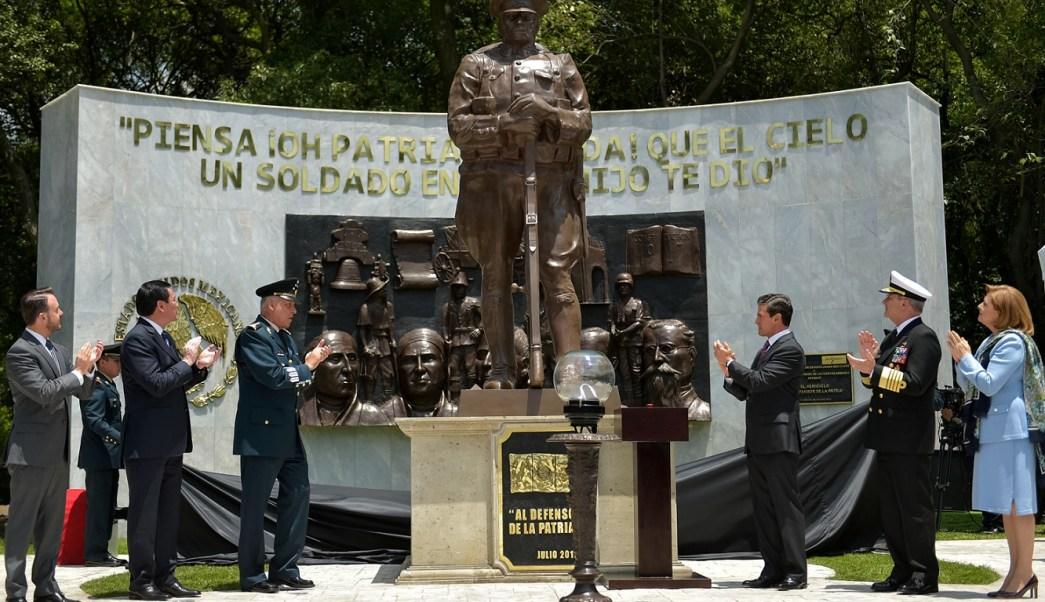 EPN develó escultura del 'soldado desconocido'. (Presidencia de la República)