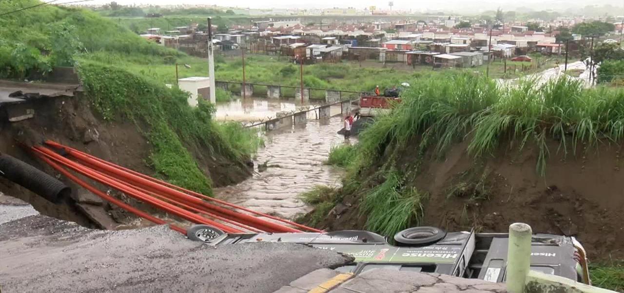 noticias, forotv, Evalúan, colonia de Veracruz, socavón, Oasis