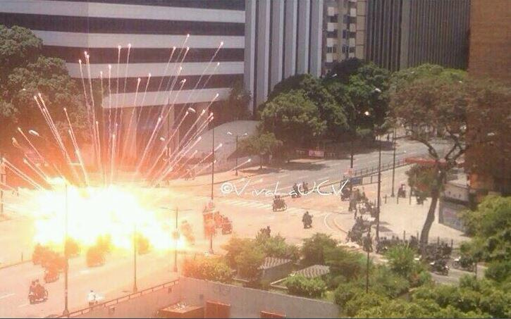 Explosion Protestas Venezuela Policias Heridos Caravana