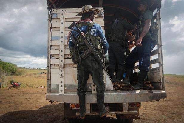 Guerrilleros de las Fuerzas Armadas Revolucionarias de Colombia (FARC) abandonan su campamento en septiembre de 2016 en El Diamante, Colombia (Getty Images/archivo)