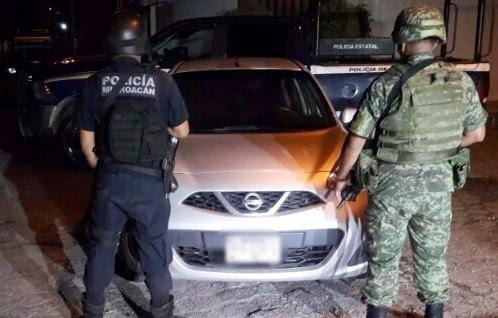 Policias y milirtares aseguran varios vehiculos en Michoacan